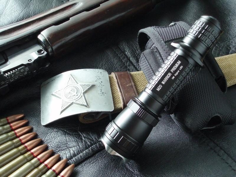 Ручной фонарь Warrior M20