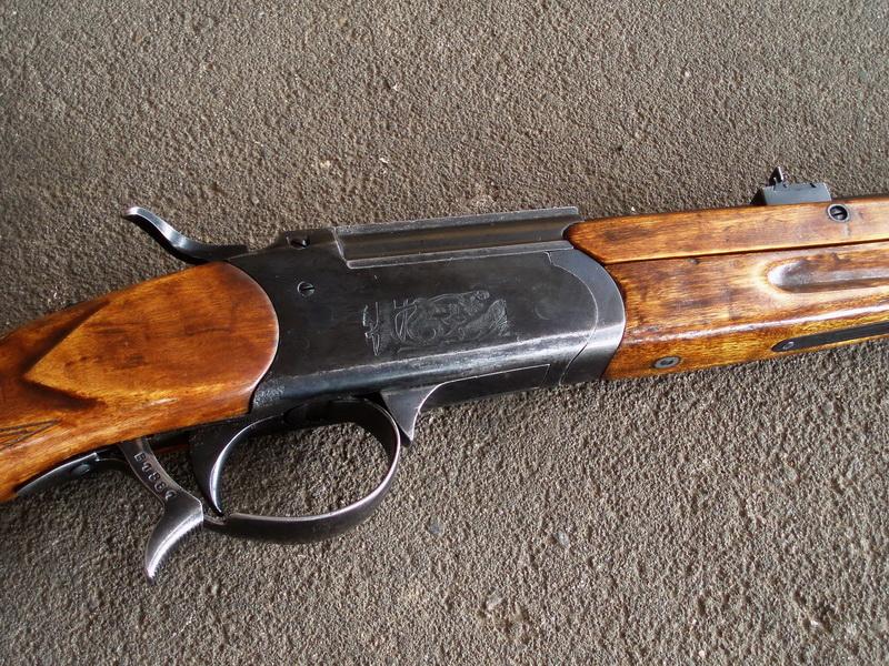 Сегодня.  В ходе осмотра места происшествия полицейские обнаружили комбинированное охотничье оружие ИЖ-56...